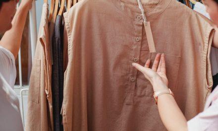 Coba gaya Pakaian Minimalis ini
